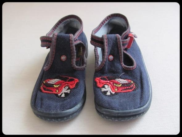 Kapcie chłopięce rozmiar 24 buty domowe