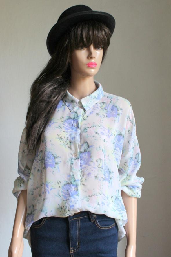 Asymetryczna koszula w róże mgiełka r S