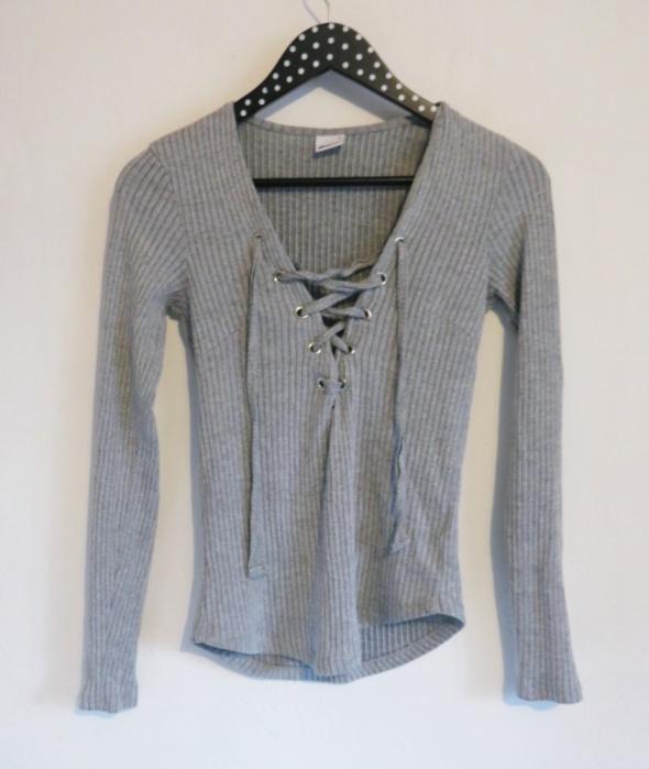 Sweter z wiązaniem prążkowany