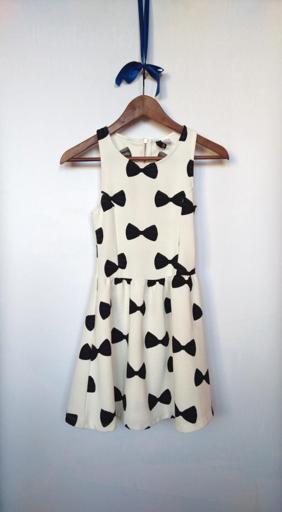 Rozkloszowana sukienka print w kokardki H&M