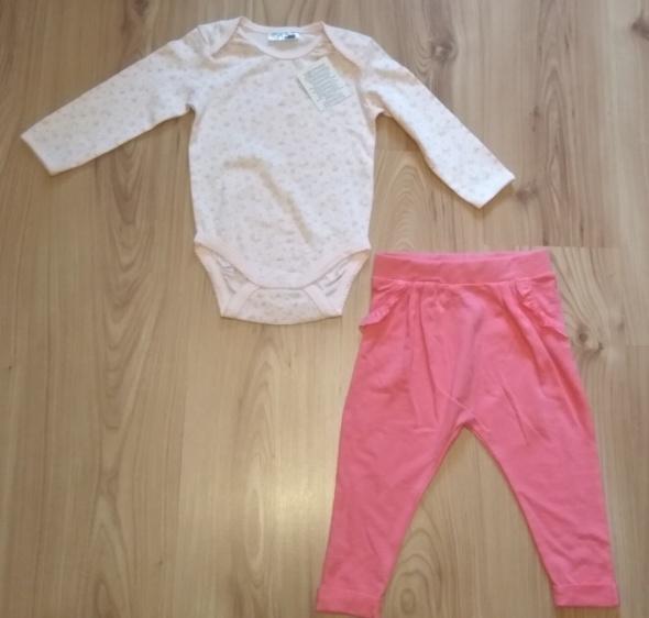 Komplet Różowe body w kwiatuszki i różowe spodnie 86