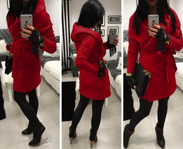 Piękny czerwony dresowy płaszczyk z kapturem wiązany 34