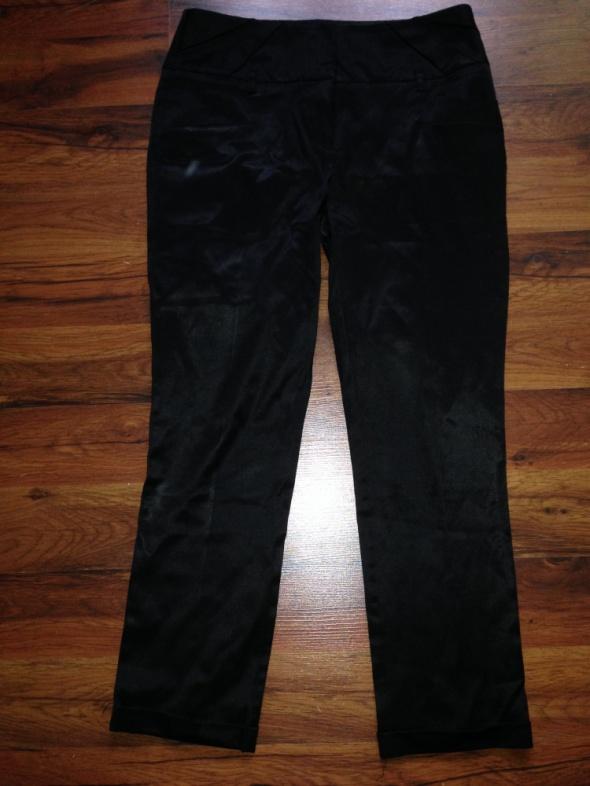 Czarne spodnie rurki Orsay