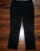 Czarne spodnie rurki Orsay...