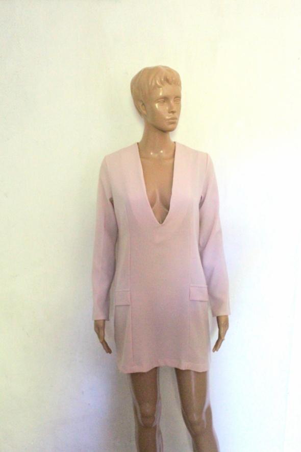 a654e7cef58b47 Suknie i sukienki Elegancka sukienka w kolorze pudrowego różu głęboki  dekolt r XXS