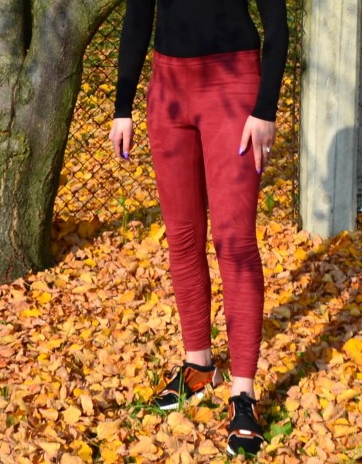 Marszczone legginsy bordowe z zamszu