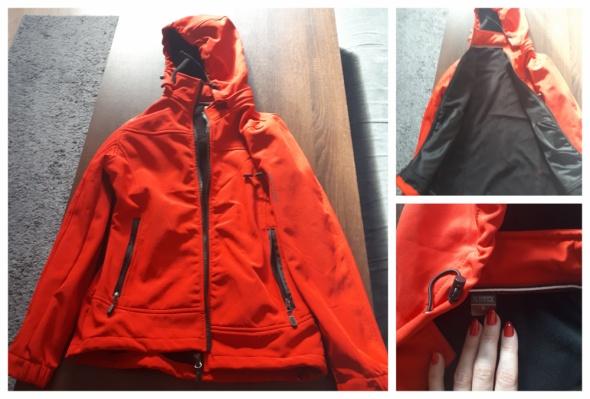 Czerwona kurtka ciepła