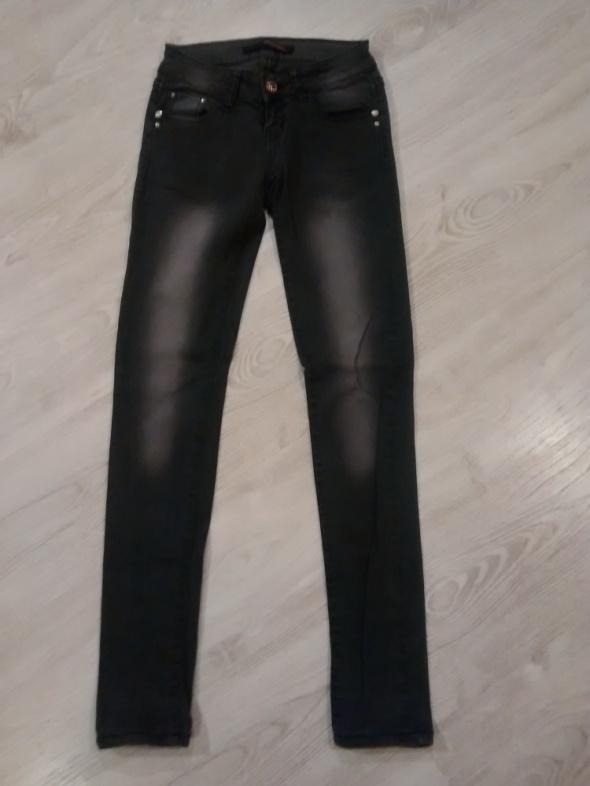 Czarne dżinsy xs