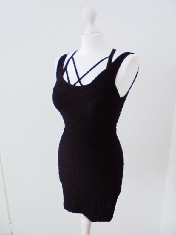 mała czarna sukienka h&m mega elastyczna