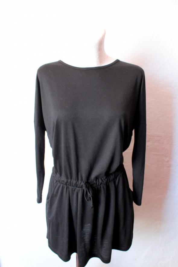 Czarna sukienka z gumką w talii r XS