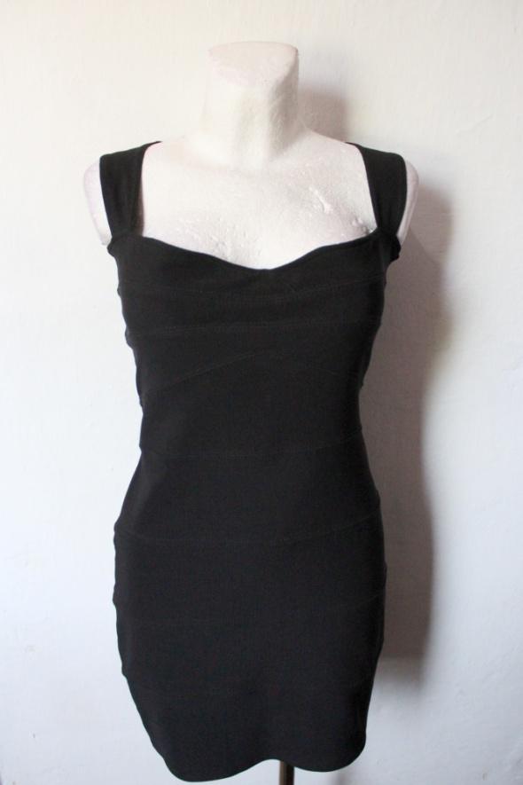 Czarna dopasowana sukienka na ramiączakch mała czarna r L