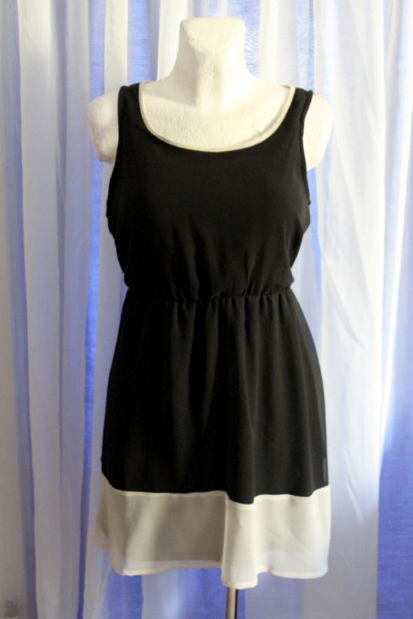 Zwiewna czarna sukienka na ramiączkach r M