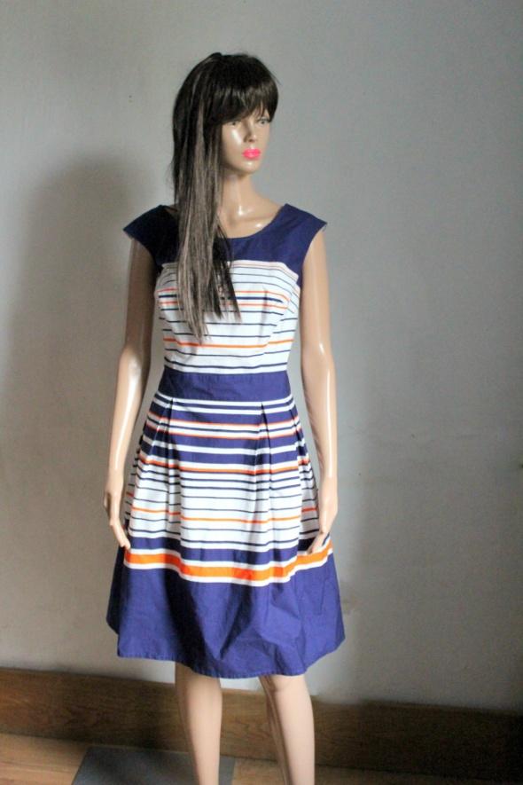 Rozkloszowana sukienka w paski na ramiączkach r XL