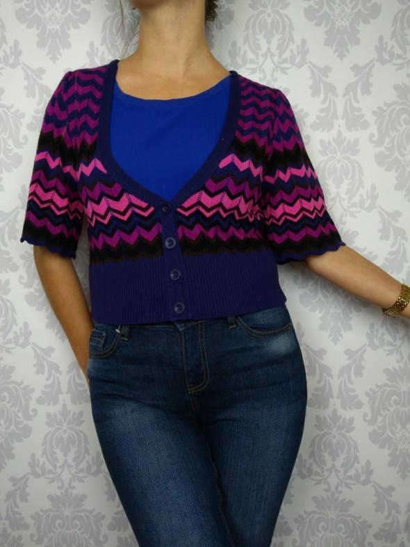 Krótki dzianinowy sweterek kardigan bolerko w jodełkę we wzory kolorowy Be Beau
