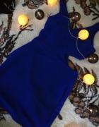 kobaltowa sukienka wycięcia...