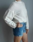 ASOS kremowy sweter z bufiastymi rękawami...