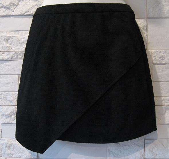 Czarna asymetyrczna spódnica mini house xs