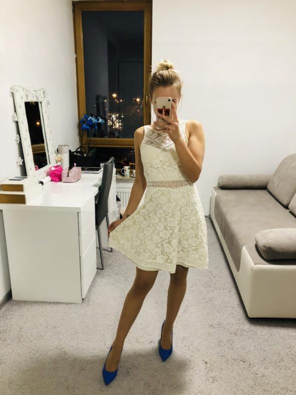 Koronkowa sukienka