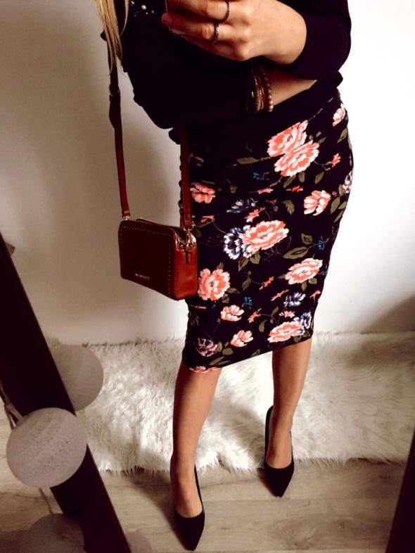 Czarna spódnica w kwiaty New Yorker M