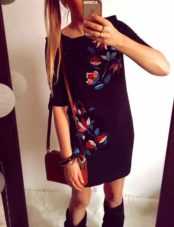 Czarna Sukienka Damska w kwiaty S M
