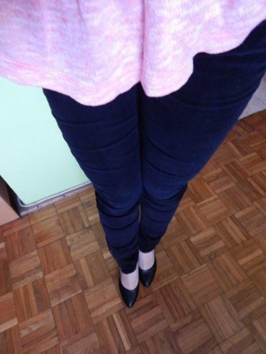 czarne z zipem spodnie