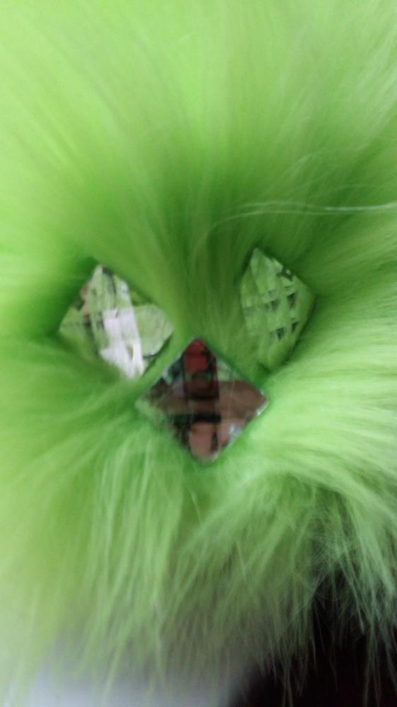 Zielona puchata czapa ze sztucznego futra...