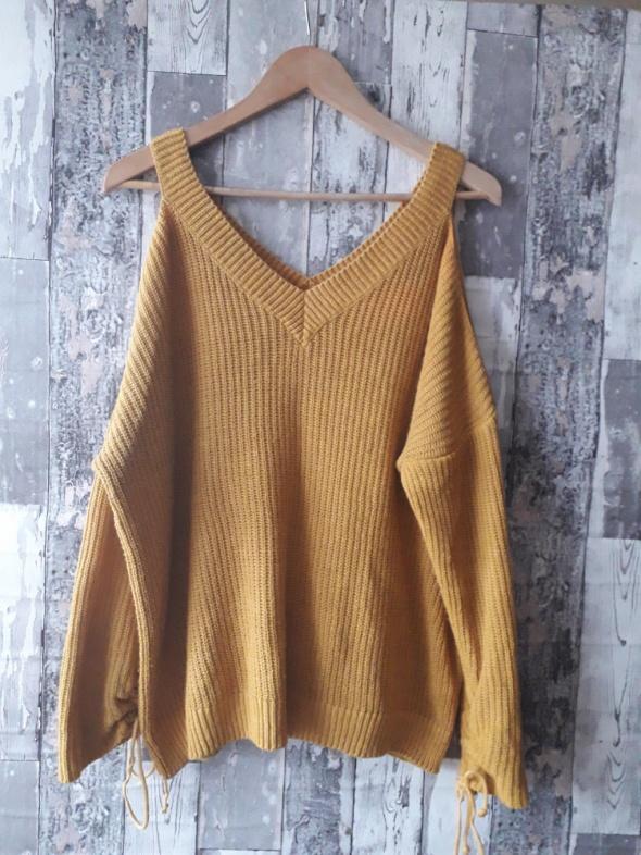 Musztardowy sweterwycięte ramiona...