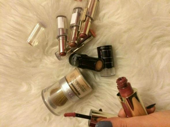 Loreal zestaw kosmetyków do makijażu puder mineralny podkład fix me szminki pomadki błyszczyki matowe mat świecące