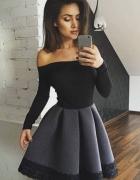 Czarno grafitowa rozkloszowana sukienka z długim rękawem...