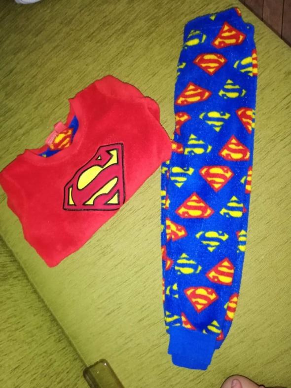 Piżamka superman i z ufoludkiem...