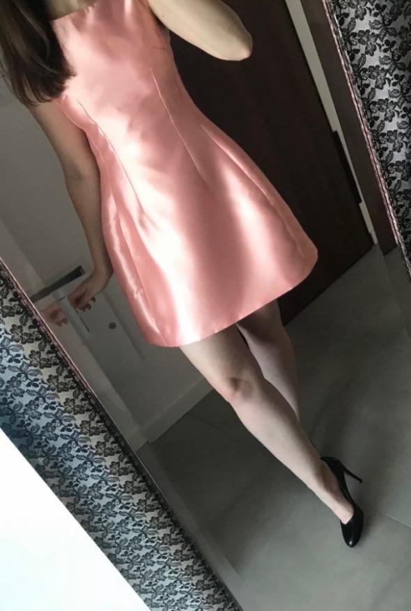 Sukienka mini rozkloszowana wesele brzoskwiniowa połysk S...