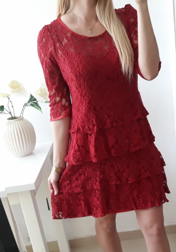 Sukienka elegancka czerwona koronka falbanki L