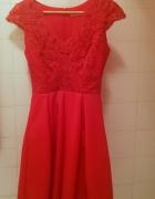 czerwona sukienka rozkloszowana XS z dekoltem i koronką...