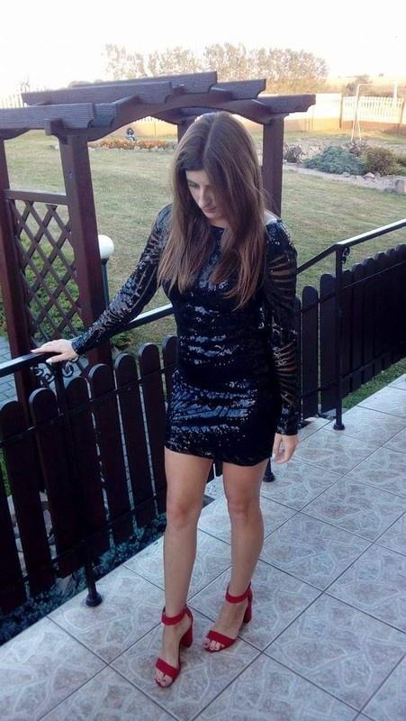 Cekinowa suknia
