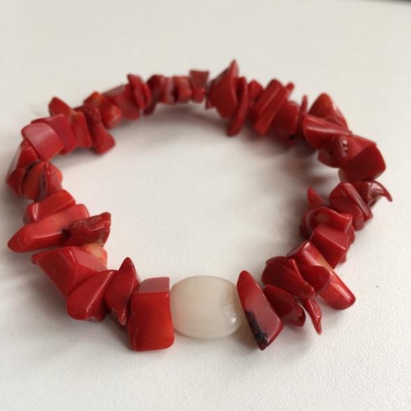 Bransoletka handmade z czerwonych kamieni naturalnych...