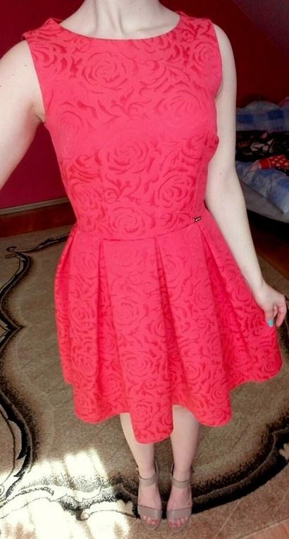 Cudna sukienka tłoczone róże kotrafałdy XS S