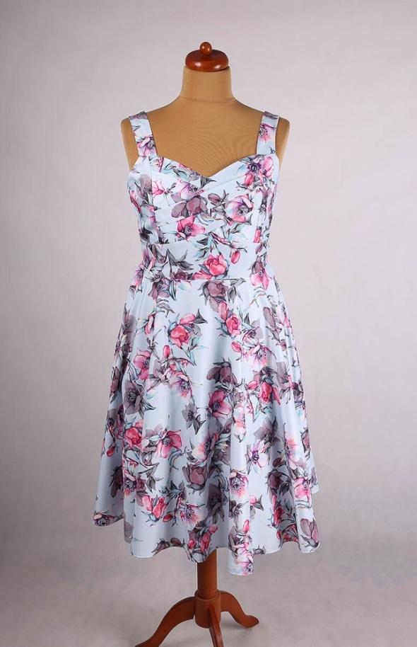 3f8276a2ca Suknie i sukienki SUKIENKA BŁĘKITNA W KWIATY ROZKLOSZOWANA MIDI TIUL  VINTAGE 44 46