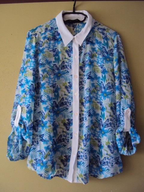 koszula w niebieskie motyle