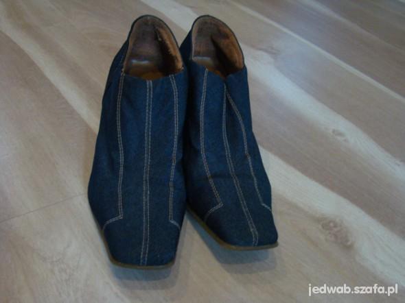 Jeansowe pólbuty z kontrastowymi przeszyciami 38