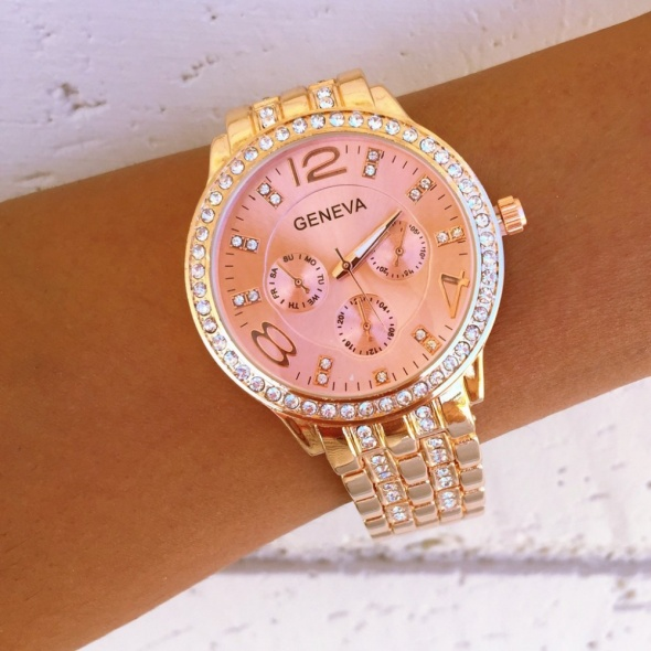 Zegarek z cyrkoniami na bransolecie różowe złoto