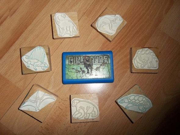 Pieczątki z dinozaurami i tuszem