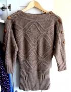 Ciepły brązowy sweter warkocz guziki rozmiar M
