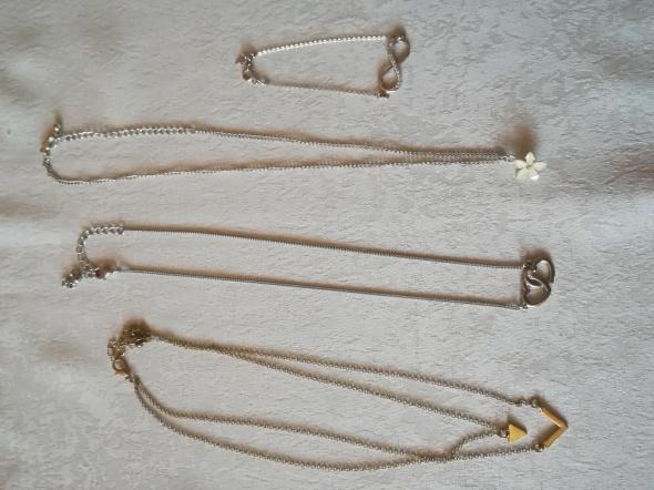 Krótkie naszyjniki plus bransoletka