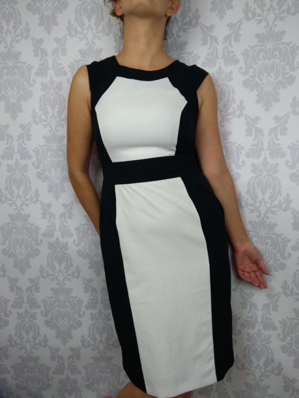 Biało czarna elegancka prosta sukienka do pracy BSH