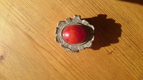 Puzdereczko na biżuterię z kamieniem ozdobnym