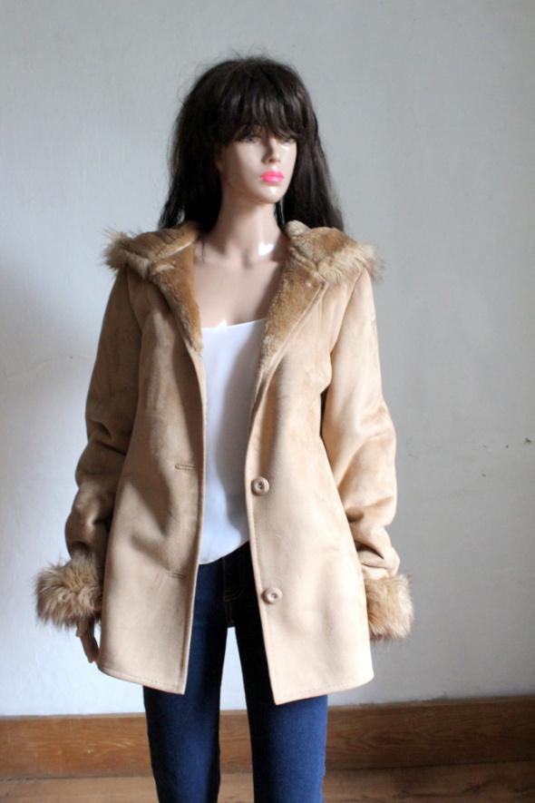 Zimowa kurtka płaszcz kozuch futro z kapturem r S...
