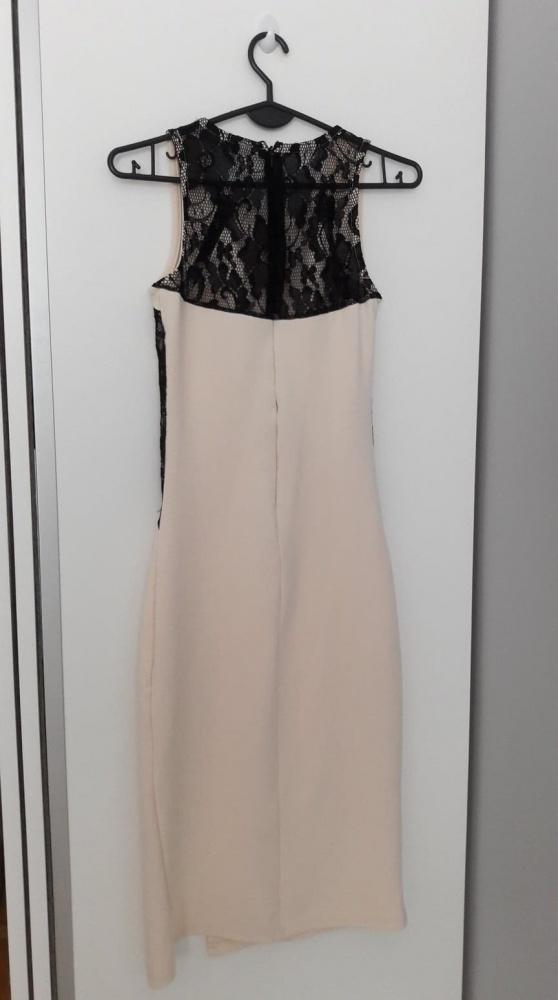 Długa kremowa sukienka z koronką...