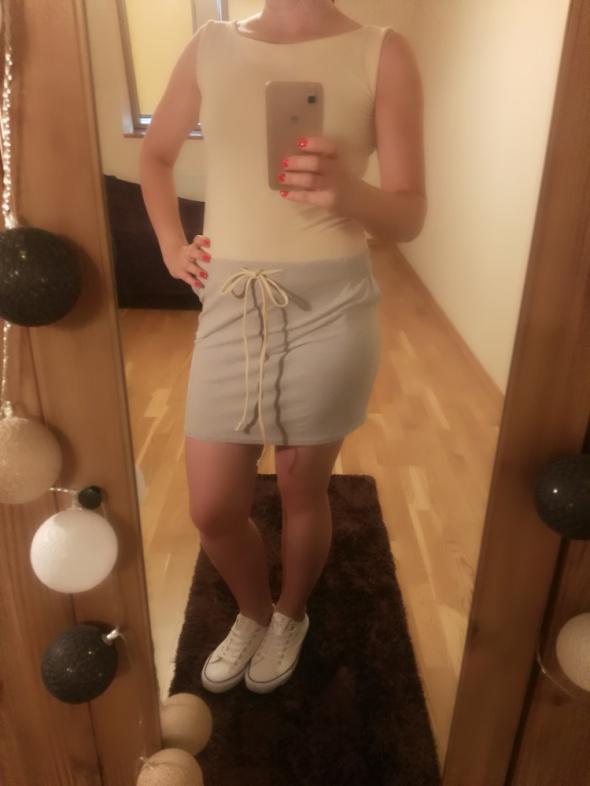 Dresowa sukienka...