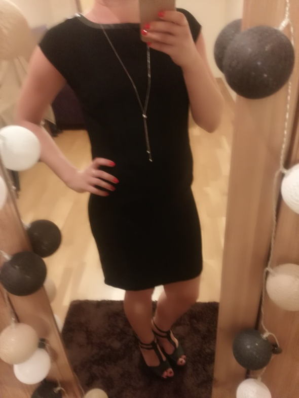 Elegancka mała czarna...