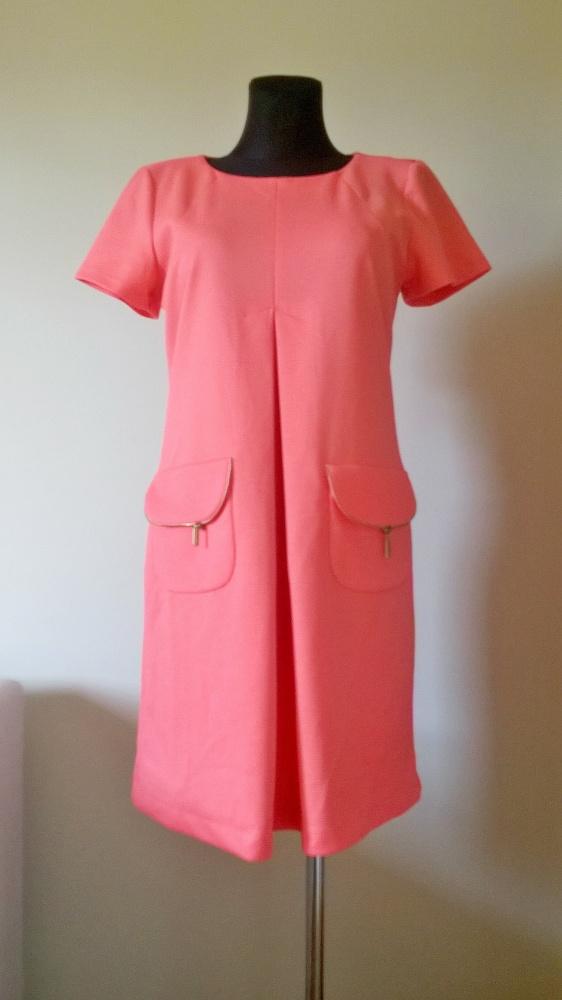 Sukienka prosta kryjąca niedoskonałości...